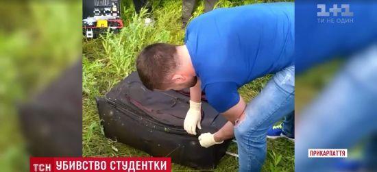 """В озері на Прикарпатті знайшли """"запаковане"""" у валізу тіло іноземної студентки"""