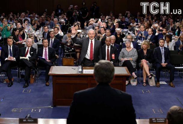 Гнів і посмішки. Як генпрокурор США через росіян перед Конгресом звітував