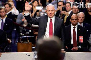 """""""В залі є росіяни?"""": Генпрокурор США пожартував про звинувачення у зв'язках з РФ"""