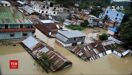 Сильные ливни в Бангладеш вызвали оползни по унесли жизни десятков человек