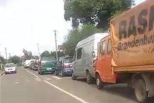 На Львовщине на границе с Польшей в очередях стоят более полутысячи автомобилей