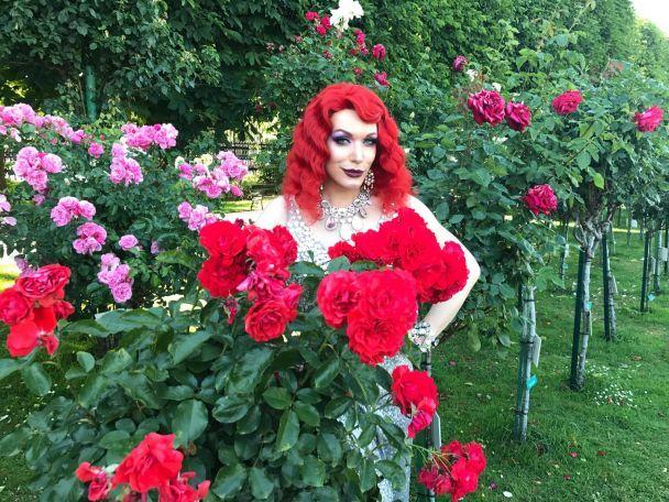 Травести-дива Монро стала рыжей бестией и поехала на грандиозный бал секс-меньшинств в Вене
