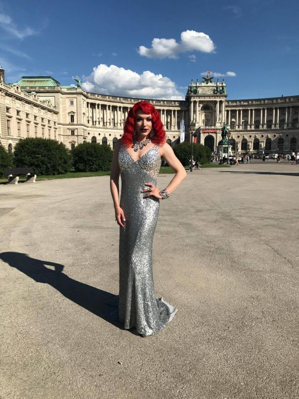 Травесті-діва Монро стала рудою бестією і поїхала на грандіозний бал секс-меншин у Відні