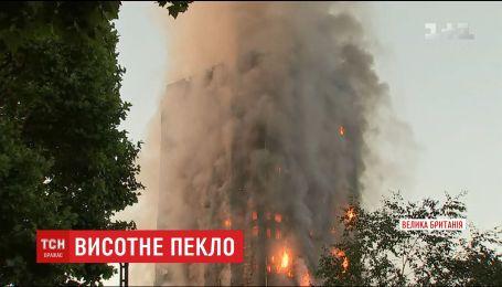 Пожарные говорят об угрозе обвала горящего небоскреба в Лондоне