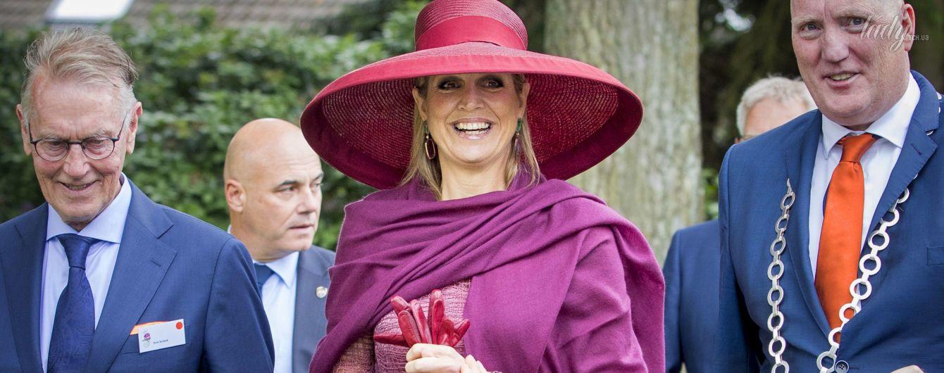 В платье с прозрачной юбкой и широкополой шляпе: эффектный выход королевы Максимы