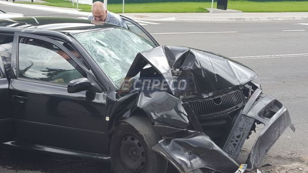 В Киеве авто с военными прокурорами на скорости влетело в столб - СМИ