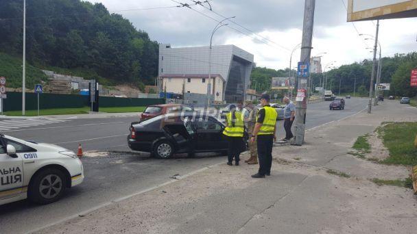У Києві авто з військовими прокурорами на швидкості влетіло у стовп - ЗМІ