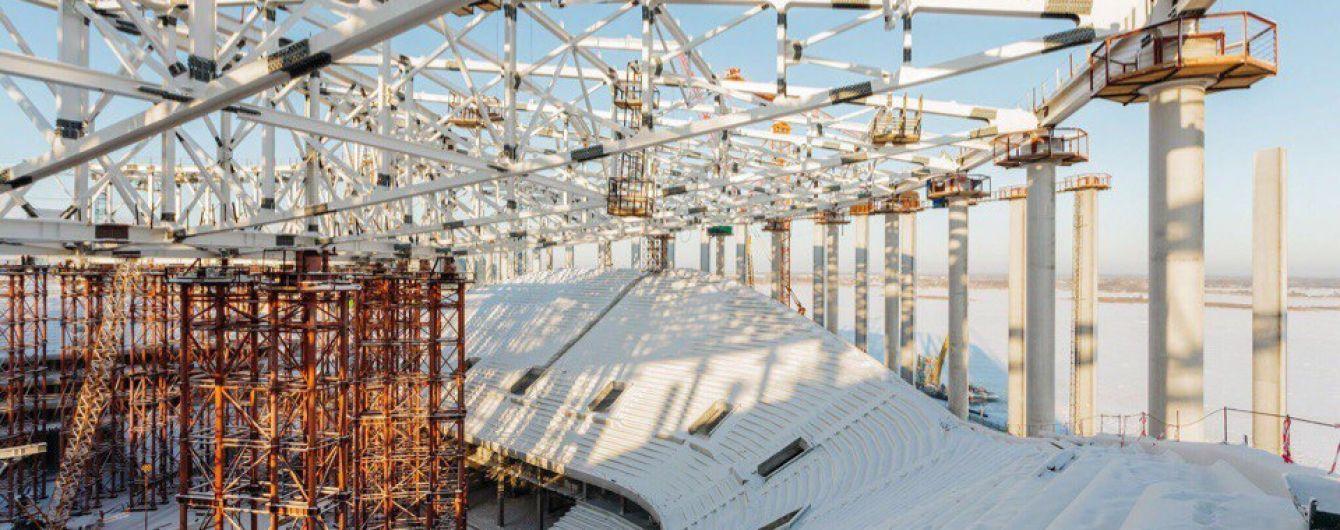 Проблеми із зарплатою і робота в морози. Будівельники стадіонів скаржаться на умови праці в Росії