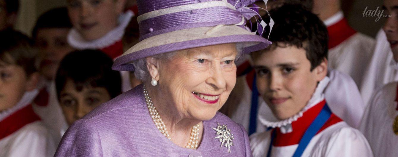 Что не образ, все красиво: королева Елизавета II в сиреневом наряде на праздничном мероприятии