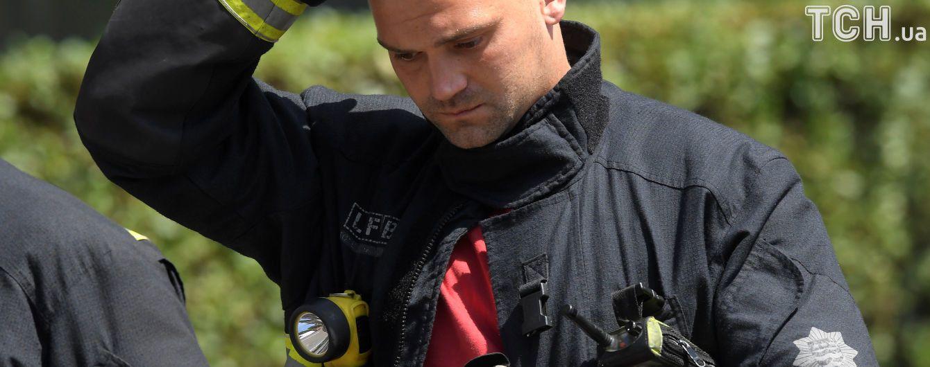 Трансляція в Facebook жахливої пожежі і дивовижний порятунок дитини: історії зі згорілого будинку в Лондоні
