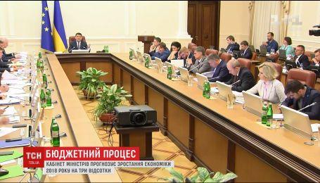Средняя зарплата в Украине достигнет 7 тысяч гривен, - Владимир Гройсман