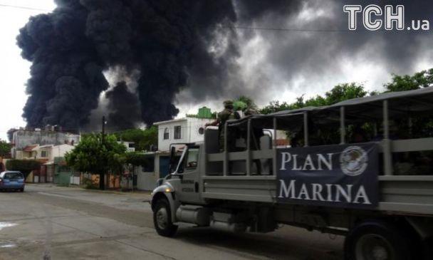 У Мексиці горить один із найбільших нафтопереробних заводів