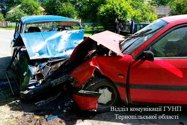 На Тернопільщині лоб у лоб зіткнулися Volkswagen та ВАЗ, троє людей загинули