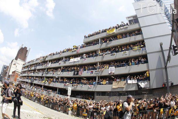 """Грандиозное празднование. На чемпионский парад """"Питтсбурга"""" пришли 650 тысяч человек"""