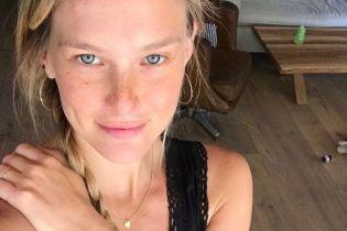 Красивая и без макияжа: Бар Рафаэли поделилась новым снимком с поклонниками