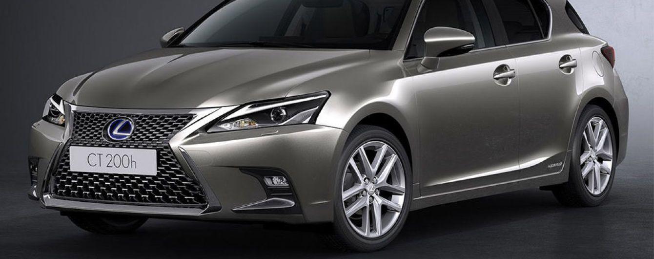Lexus представил обновленный гибридный хэтчбек CT 200h