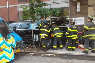 В Нью-Йорке автомобиль наехал на пешеходов, есть пострадавшие
