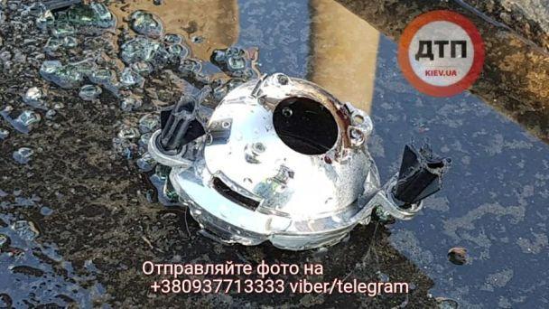 Смертельна ДТП намосту Патона вКиєві: Porsche Cayenne врізався вфуру