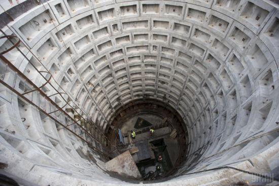 У Києві в колекторі знайшли тіло чоловіка