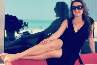 В купальнике и спасательном жилете: Наталья Могилевская на пляже