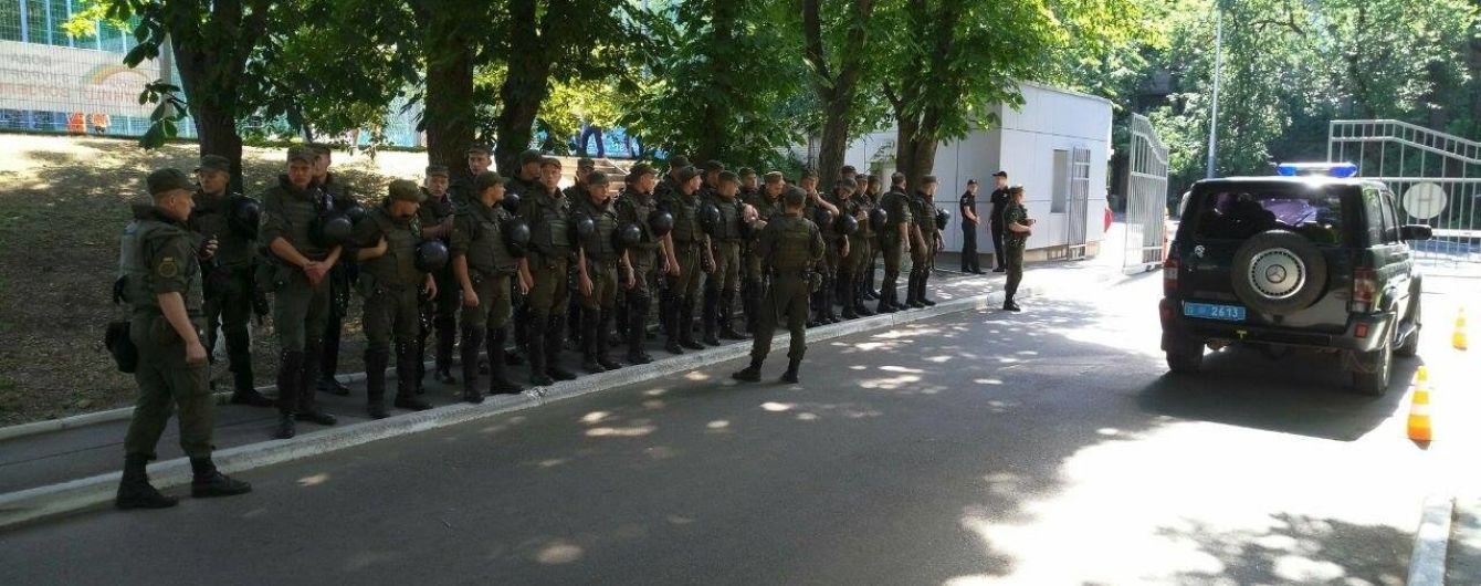 """Фанатам """"Десни"""" знову не дали провести протест під ФФУ"""