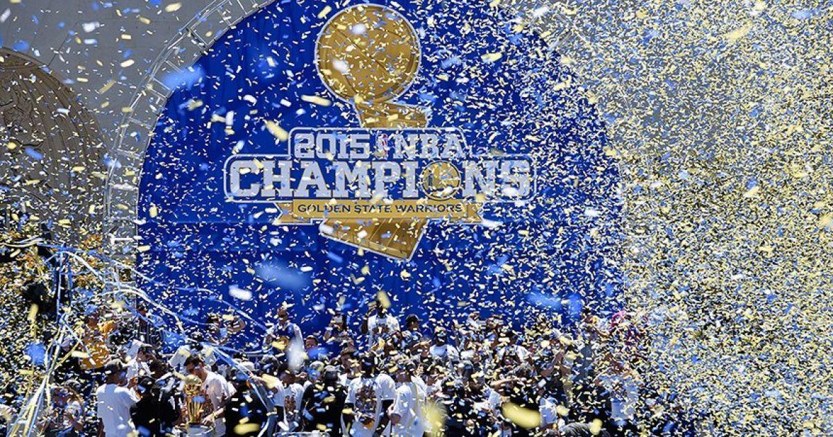 """Парад """"Голден-Стейт Ворріорс"""" в Окленде в честь победы клуба в чемпионате НБА @ twitter.com/warriors"""