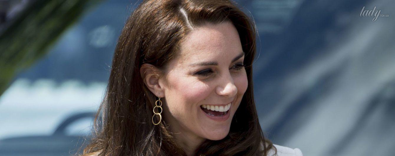 В бюджетных брюках и с новым макияжем: герцогиня Кембриджская на спортивном мероприятии