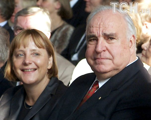 Вино с Меркель и обмен ручками с Горбачевым. Жизнь Гельмунда Коля в ратиретних фото