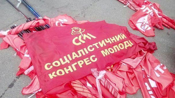УКиєві активісти розігнали учасників акції проти перейменування проспекту Ватутіна