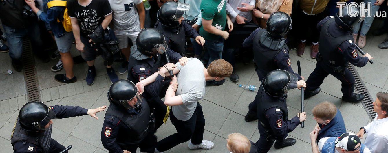 У Росії двох затриманих під час мітингу можуть посадити на 10 років