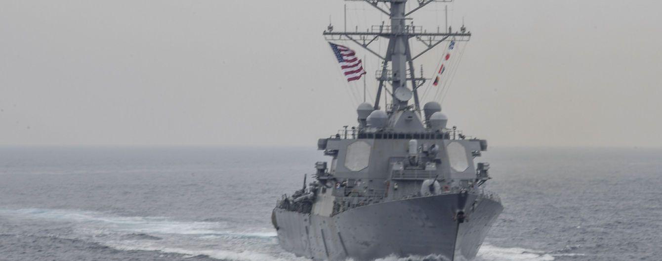 Біля берегів Японії американський есмінець зіткнувся із торговим судном