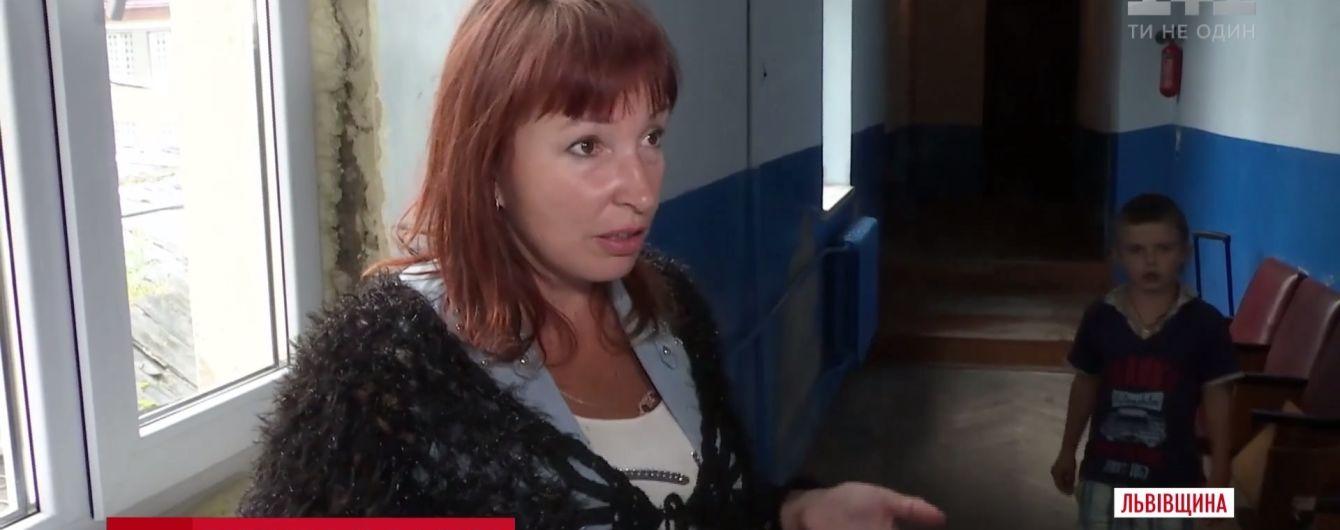 Провезти дитину у валізі до Польщі намагалася переселенка з Донецька