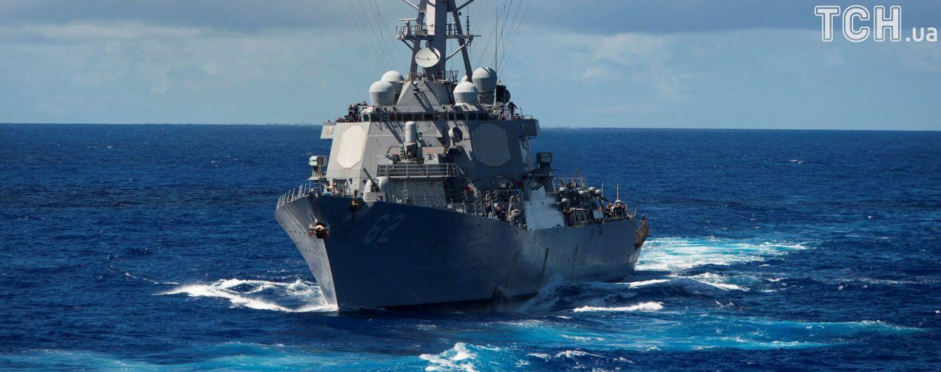 ЗМІ повідомили про постраждалого під час зіткнення есмінця ВМС США із торговим судном