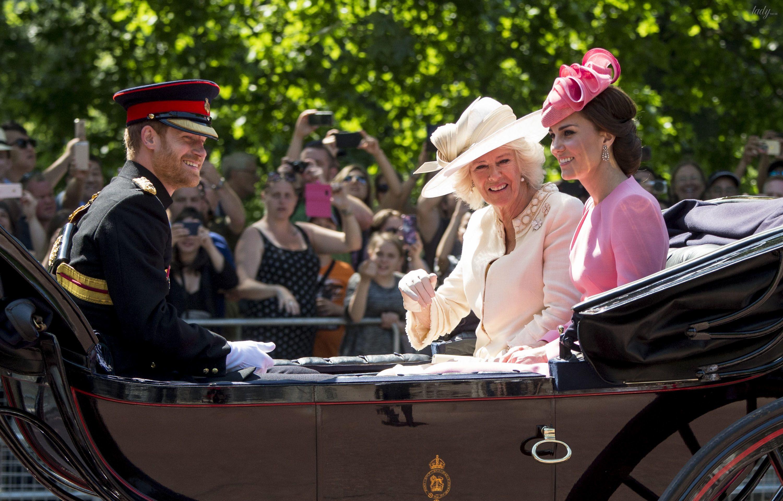 Парад в честь дня рождения королевы_4