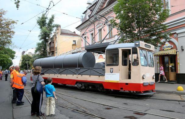 У Києві на Параді трамваїв показали ретро-транспорт та сучасний з кондиціонером та WiFі