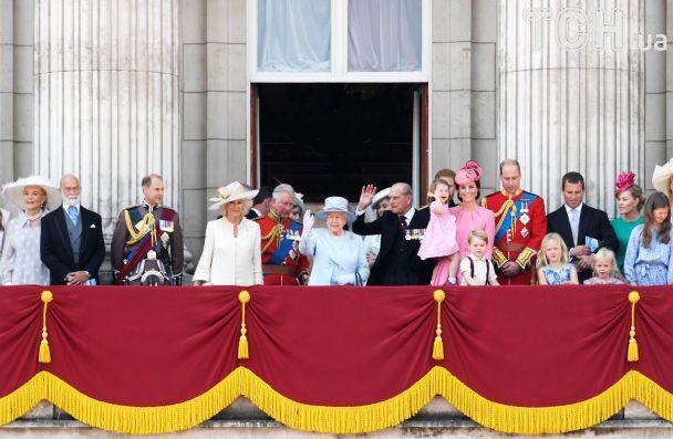 Королева Елизавета II празднует день рождения, омраченный трагедиями