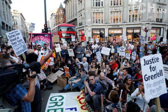Лондон охопили антиурядові протести після пожежі в Гренфелл-тауер