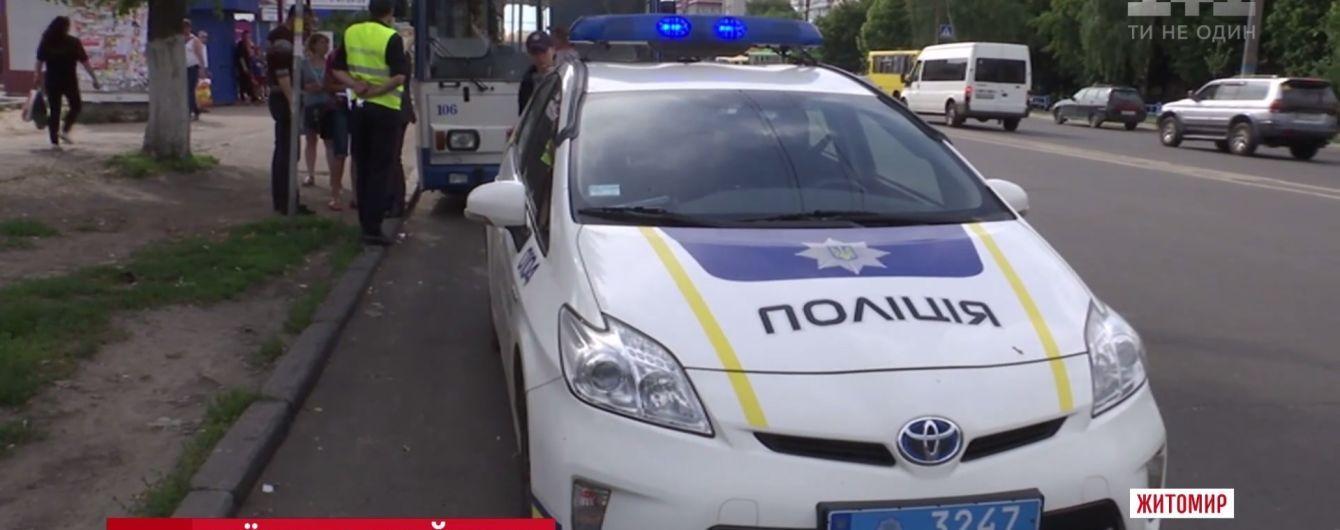 В Житомире троллейбус раздавил ноги пенсионерке