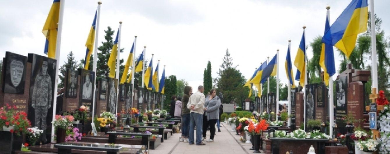 В Черновцах открыли мемориал погибшим в зоне АТО военным
