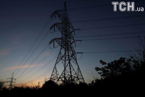 В Україні потужна негода залишила понад сотню населених пунктів без світла
