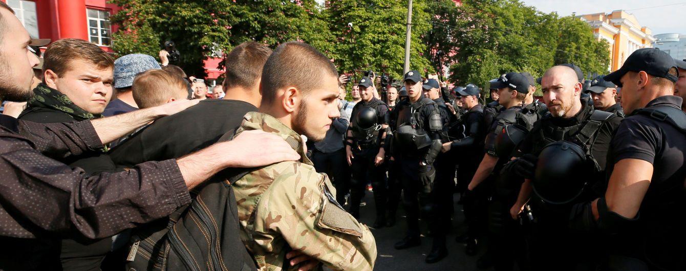 """На """"Марші рівності"""" підірвано петарду, поліція вилучила в протестувальників яйця і газові балончики"""