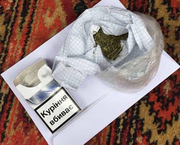 У Вінниці затримали капітана поліції, який примушував містянина продавати наркотики