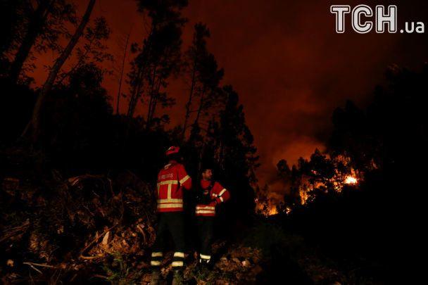 Стены огня и десятки жертв: Reuters показало последствия мощных пожаров в Португалии