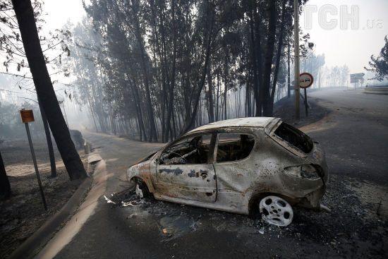 Стіни вогню та десятки жертв: Reuters показало наслідки потужних пожеж у Португалії