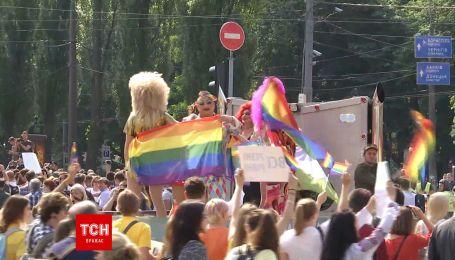 В центре Киева ЛГБТ-сообщество провело яркий Марш равенства