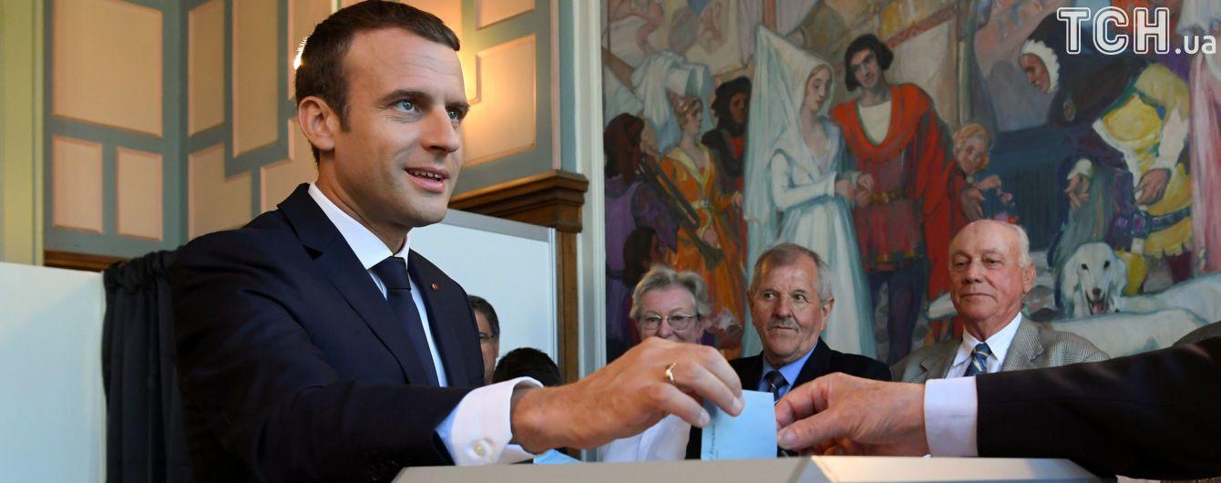 Час до закрытия участков. Партии Макрона прогнозируют победу на парламентских выборах во Франции