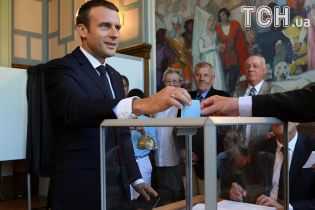 Година до закриття дільниць. Партії Макрона прогнозують перемогу на парламентських виборах у Франції