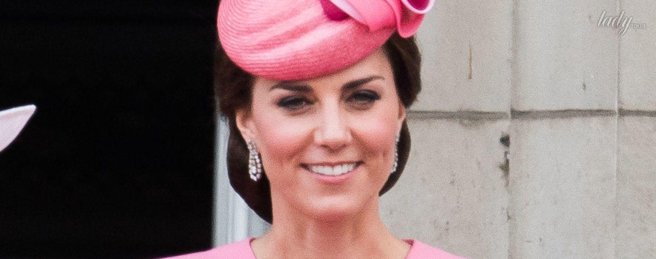 Выглядит ярко: герцогиня Кембриджская пришла на праздник королевы Елизаветы II в розовом наряде