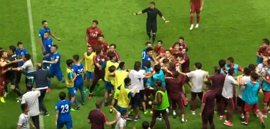 """Екс-півзахисник """"Челсі"""" спровокував грандіозну бійку в чемпіонаті Китаю"""