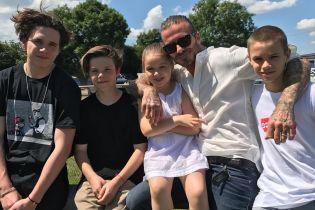 Лучший папа в мире: Виктория Бекхэм трогательно поздравила мужа с Днем отца